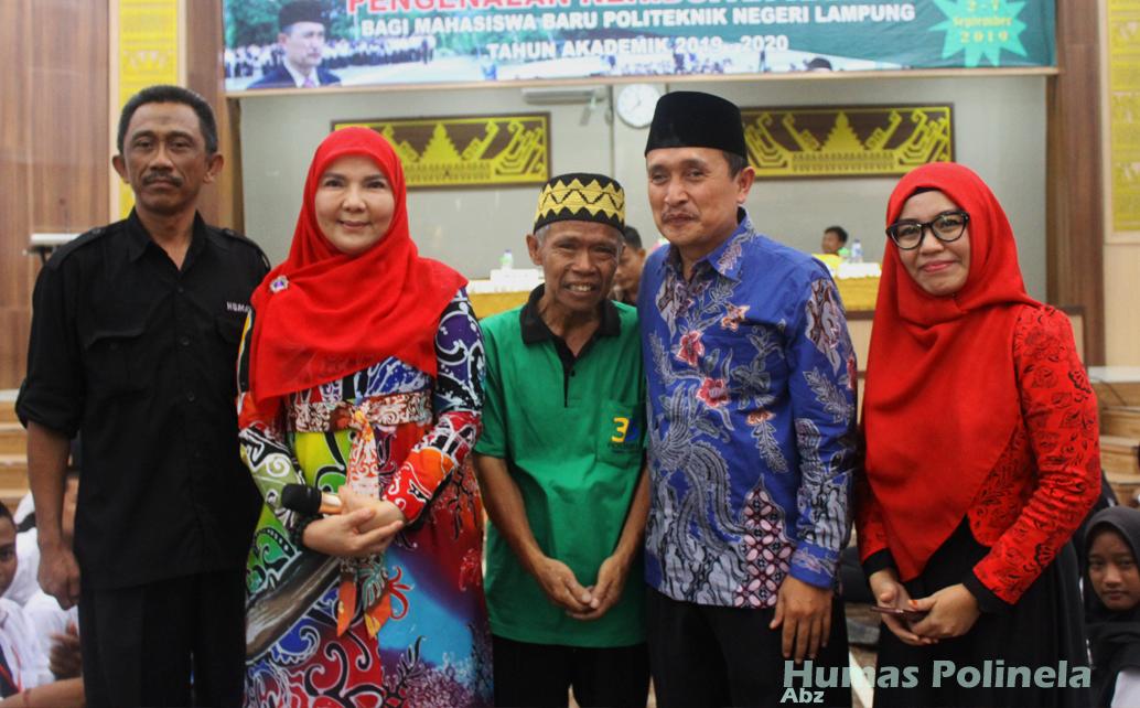 Hadiah Umroh Dari Dr. Hj. Eva Dwiana Herman HN. SE., M.Si