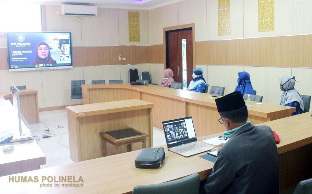 Direktur Polinela dan Dosen Jurusan Peternakan menyaksikan Sidang Promosi Ninik Purbosari secara daring