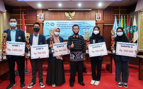 Penyerahaan Penghargaan Mahasiswa Berprestasi Politeknik Negeri Lampung Tahun 2020